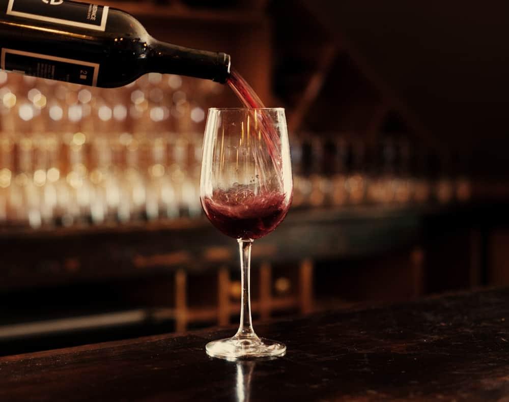 quelle temp rature faut il servir le vin tout sur le. Black Bedroom Furniture Sets. Home Design Ideas