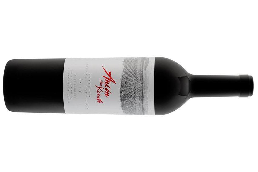 Una botella de vino tinto Ancón San Vicente Cabernet-nebbiolo