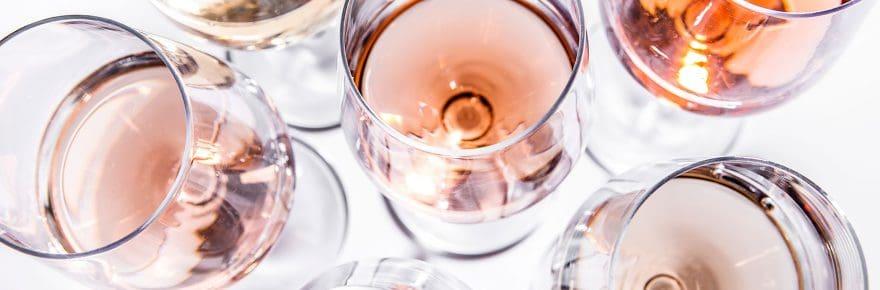 Des verres de vin rosé
